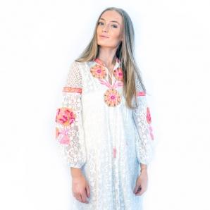 Hvit lang kjole med neonfarget broderi